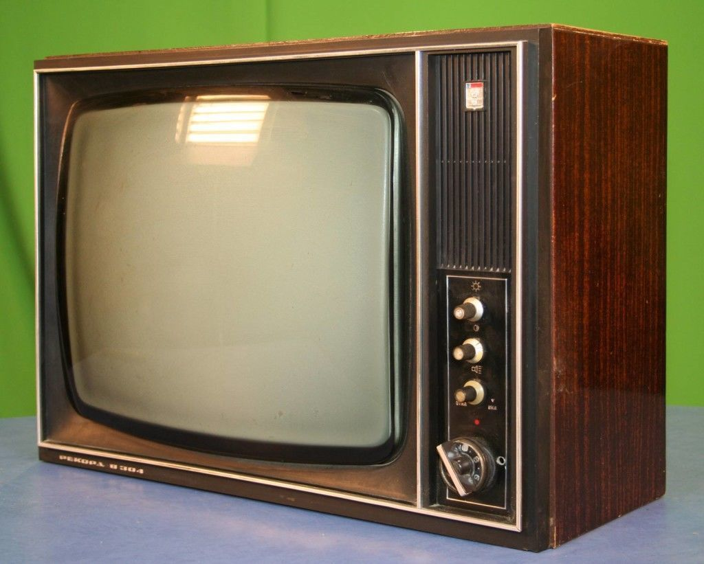 сдать телевизор на металлолом или продать его на запчасти, намного лучше чем выбросить