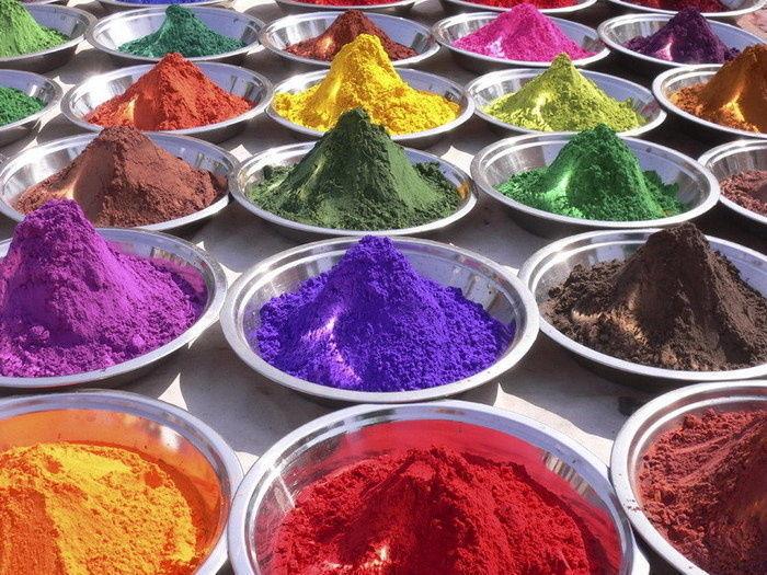 разноцветные добавки для пищи (консерванты, красители)