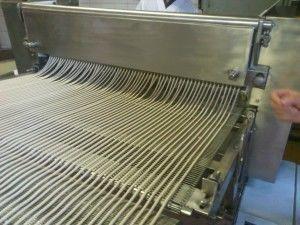Подача тестовых жгутов на режущий механизм
