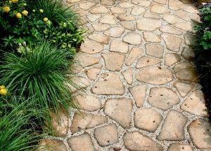 Пластиковая плитка для садовых дорожек