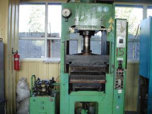 Пресс горячего формования для резиновой плитки