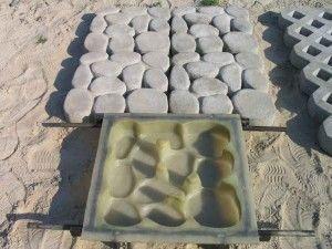 Применяем резиновую форму для изготовления плитки