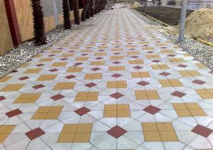 По сранению с асвальтом, плитку удобно ложить, есть разные варианты узора, украсит любой участок дороги и тротуара