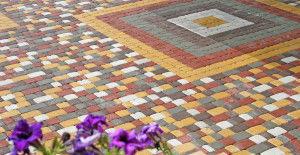 Укладка тротуарной плитки в виде мозаики