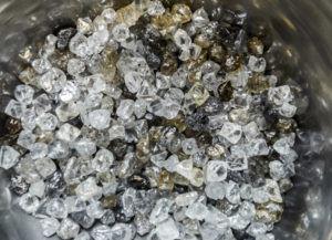 Предприятия группы «АЛРОСА» добыли более 37 млн. карат алмазов. Из них 60% идут на промышленные цели и 40% — на ювелирные.