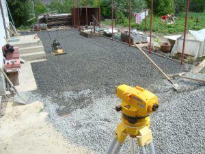 Подготовка площадки - засыпка и трамбовка щебня