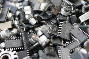 Все современные микрочипы содержат драг металлы, серебро в том числе
