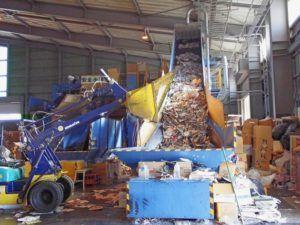 Мини-завод в процессе переработки мусора