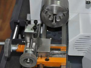 Суппорт и токарный патрон станка Quantum D140x250 Vario