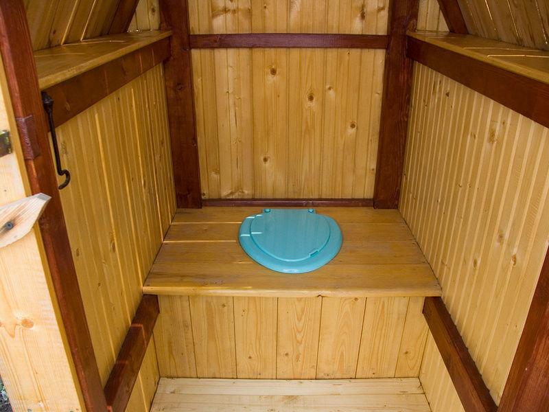 Туалет на даче - внутренняя отделка