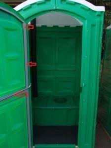 Туалетная кабина с металлическим каркасом