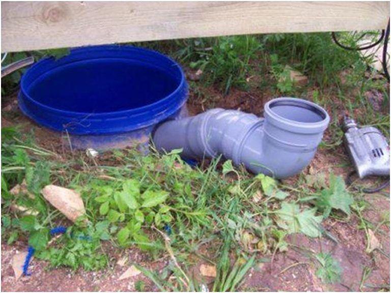 Яма для туалета из бочки на даче