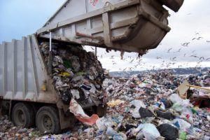 Вывоз мусора на полегон