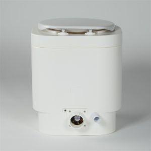 Компостирующий биотуалет Separett WEEKEND 7011 на задней панели имеет воздуховод и отверстие для отвода жидких стоков