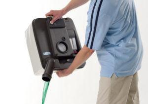 Сливая жидкость с накопителя нужно открыть клапан воздуха