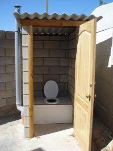 постройка туалетной кабины на даче