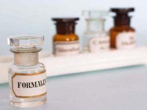 Формальдегид очень токсичен и лучше не применять его в чистке туалетов