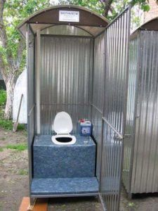 Туалет из оцинкованного металла