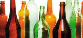 Бутылки, которые сдают на стеклотару.