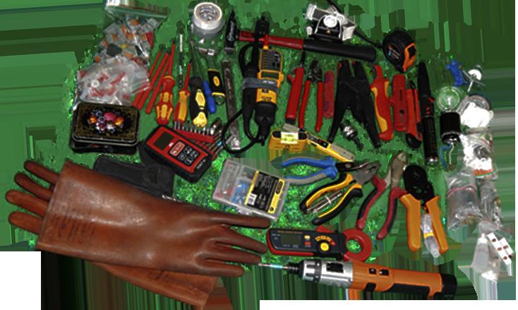 Квалифицированный электрик имеет набор всего нужно инструмента