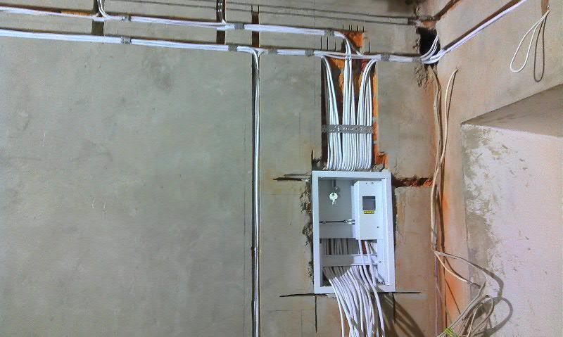 Правильный монтаж электропроводки в квартире выполнит только специалист