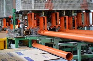 Трубы ПВХ изготавливают на специальном оборудование