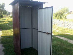 Металлический каркас для будущего туалета