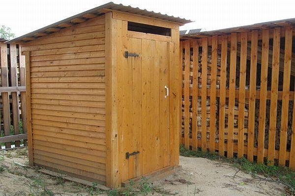 Классический туалет на даче
