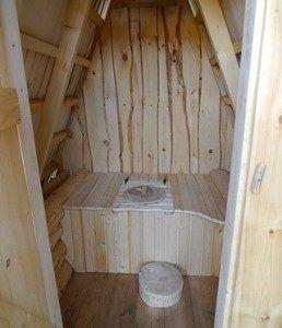 Внутреннее оформление туалета треугольником