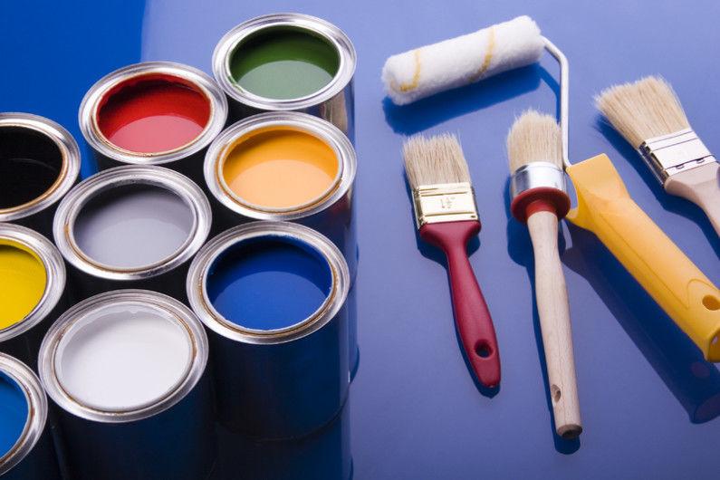 Краску наносить можно как кисточкой так и валиком